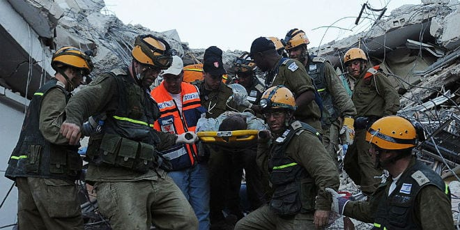 Members of the Israeli humanitarian mission to Haiti rescue a man from a collapsed building. (Photo: IDF)