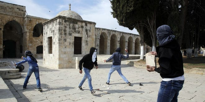 Stone throwing on Temple Mount