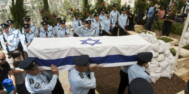 Israeli police officers carry the coffin of Baruch Mizrahi, a senior police officer of the Israel Police intelligence, mourn during the funeral at the military cemetery of Mount Herzl in Jerusalem on April 16, 2014. (Photo: Yonatan Sindel/Flash90)