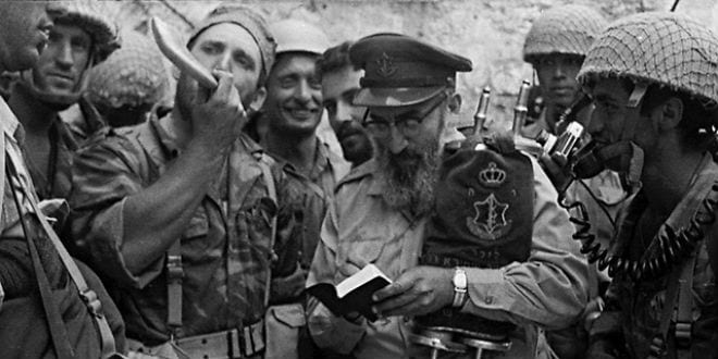 Chief Military Rabbi Shlomo Goren at the Western Wall in 1967 shortly after the liberation of Jerusalem. (Photo: Wiki Commons)