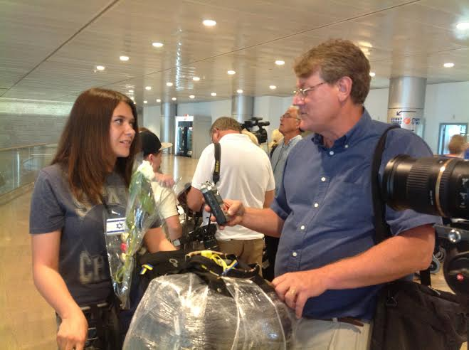Daria Granovsky speaking to reporters after making aliyah from the Ukraine. (Photo: David Parsons/ICEJ)