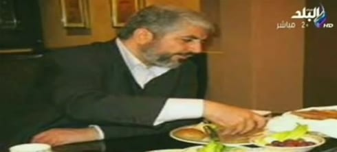 Khaled Mashal seen eating a luxurious meal in Qatar during Operation Protective Edge.