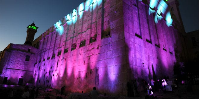 The Cave of the Patriarchs illuminated at night. (Photo: Mendy Hechtman/Flash90)