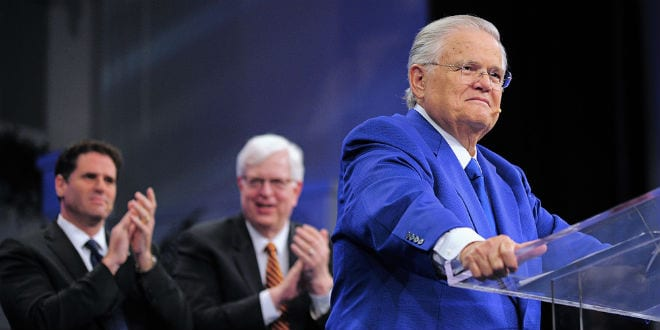 "Christians United for Israel founder Pastor John Hagee addresses the 33rd annual ""A Night to Honor Israel"" in San Antonio on Sunday. Behind him are Israeli Ambassador to the U.S. Ron Dermer (left) and popular radio talk show host Dennis Prager, who both also spoke at the event. (Photo: Paul Wharton Photography)"
