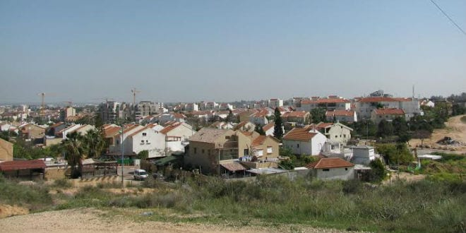 The city of Sderot (pictured) and other Gaza border communities will receive an economic boost following the after effects of the recent war with Gaza. (Photo: Tazpit News Agency)