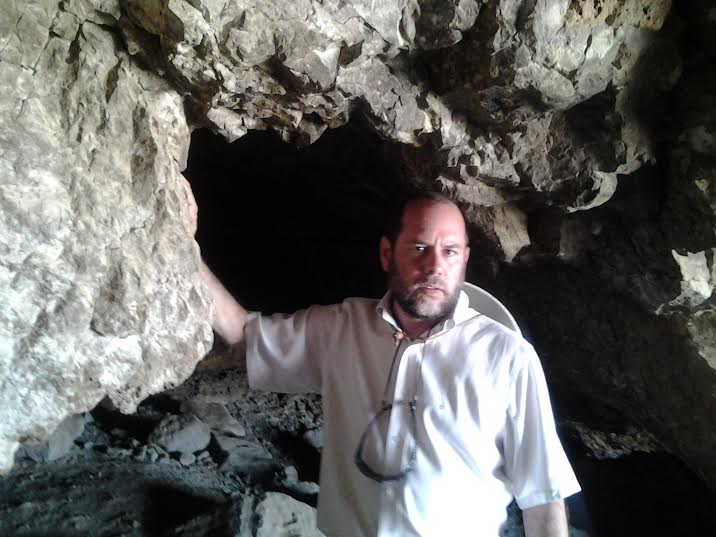 Harry Moskoff inside the cave where the Temple Scrolls were found in Qumran. (Photo: Courtesy)