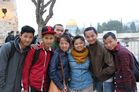 Twenty-somethings gather with excitement on their first trip to Jerusalem. (Photo: Laura Ben-David)