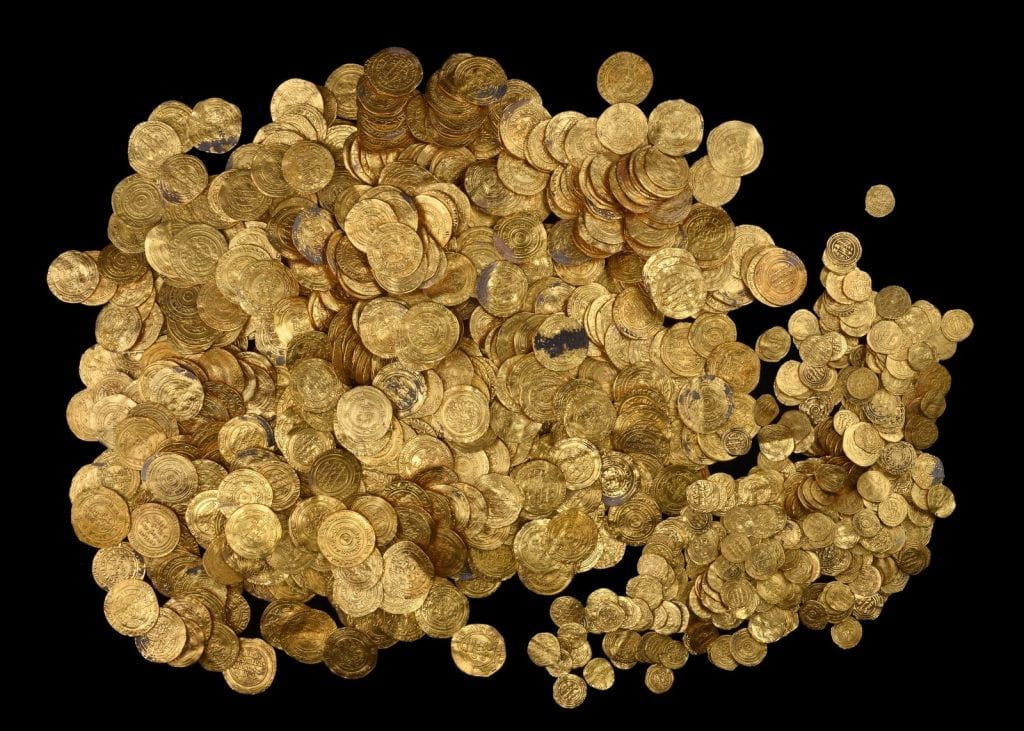 1000 Images About Artifacts Archaeological Treasures On: 1,000-Year-Old Gold Treasure Found By Divers In Caesarea