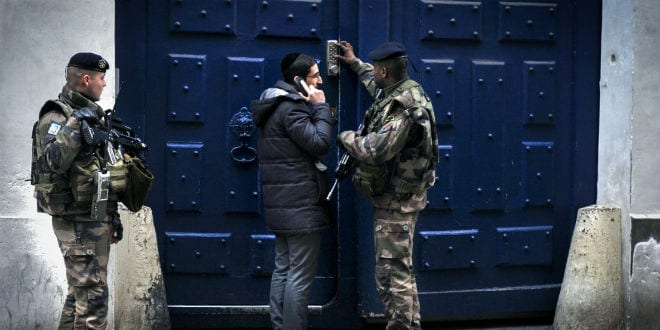 "French soldiers guard the entrance to a synagogue, in the Jewish quarters of ""le Marais"", in Paris. (Photo: Serge Attal/FLASH90)"