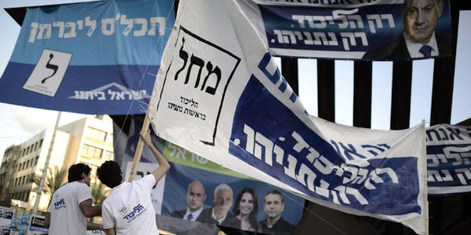 Right wing supporters take part in a rally in support of current Prime Minister Benjamin Netanyahu, and saving the right wing goverment at Rabin Square in Tel Aviv n March 15, 2015, ahead of the Knesset elections taking place on March 17. (Photo: Tomer Neuberg/Flash90)