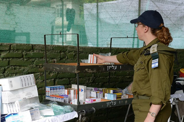 Organizing supplies quickly to start treating wounded. (Photo: IDF)