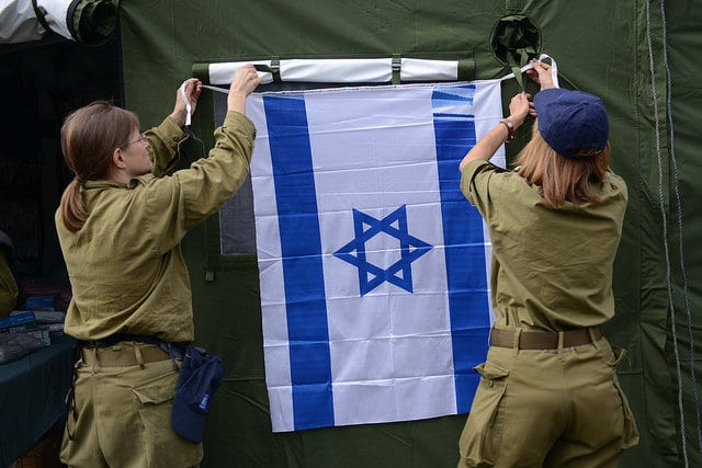 Hanging up the flag of Israel at the IDF Field Hospital in Nepal. (Photo: IDF)