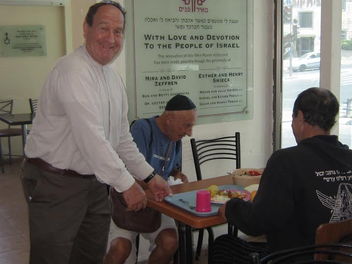 William Franklin volunteering at Meir Panim's Jerusalem soup kitchen. (Photo: Breaking Israel News)