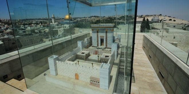 View of model of the third Temple on display in Jerusalem's Old City. (Photo: Mendy Hechtman / Flash90)