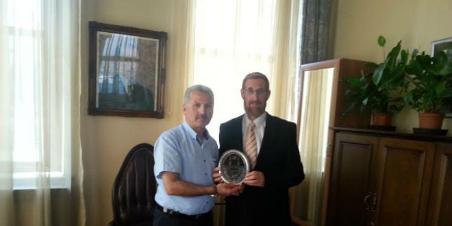 With the Governor of Istanbul. (Photo: Courtesy)