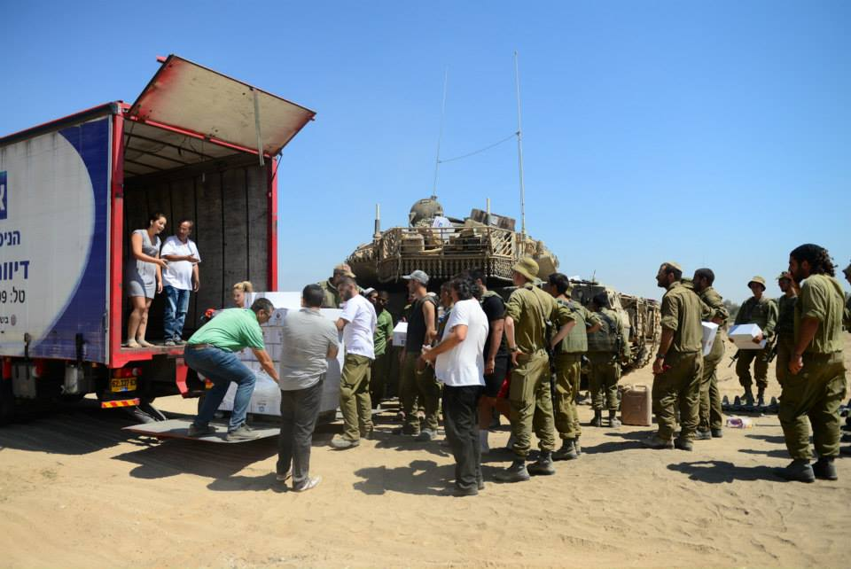 Handing out care packages to IDF soldiers stationed near Gaza during Operation Protective Edge. (Photo: Colel Chabad Facebook Page)