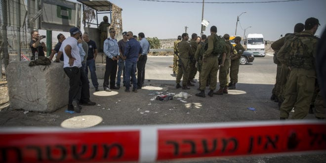 Israeli soldiers and security at the scene where a Palestinian man stabbed a soldier, lightly injuring him, at the 'Bell' Checkpoint, on road 443 near Beit Horon, on August 15, 2015. (Photo: Hadas Parush/Flash90)