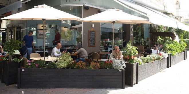 A cafe in Tel Aviv, where many restaurants and businesses are open on the Sabbath. (Photo: Wikimedia Commons)