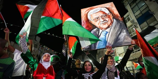 Photo op arranged during live-screening of Palestinian Authority President Mahmoud Abbas speaking at the United Nations on Sept. 30, 2015. (Photo: Flash90)