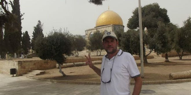 Harry Moskoff stands in front of the Dome of the Rock on the Temple Mount compound. (Photo: Courtesy)