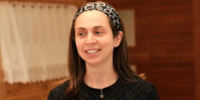 Shira Shechter speaking at the Israel Bible siyum. (Photo: D2 Photography / Breaking Israel News)