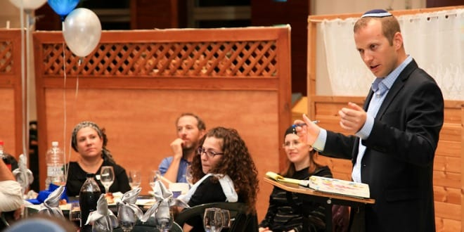 Rabbi Tuly Weisz speaking at the Israel Bible siyum. (Photo: D2 Photography / Breaking Israel News)