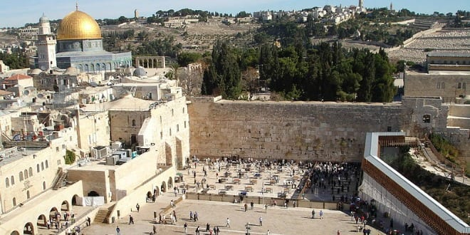A view of the Western Wall. (Photo: Wikimedia Commons)