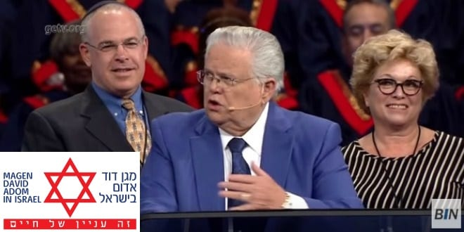 Jonathan Feldstein stands behind John hagee at the Night to Remember Israel event.