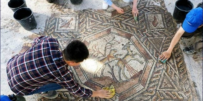 Uncovering the mosaic. (Photo: Assaf Peretz, courtesy of the Israel Antiquities Authority)