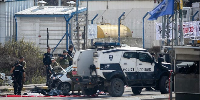 Israeli soldiers and police inspect the car of a Palestinian who carried out a terror attack near the Tapuah Junction, south of the West Bank city of Nablus, on November 08, 2015. Four Israelis were wounded, two of them seriously, in a car-ramming terror attack at Tapuah Junction in the West Bank Sunday morning. (Photo by FLASH90)