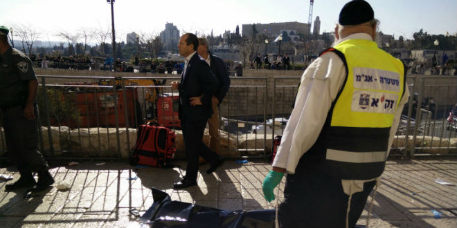 Jerusalem mayor Nir Barkat and ZAKA first responders are on the scene of the stabbing attack that injured three on December 23, 2015.  The black body bag indicates a terrorist. (Photo: Courtesy of ZAKA)