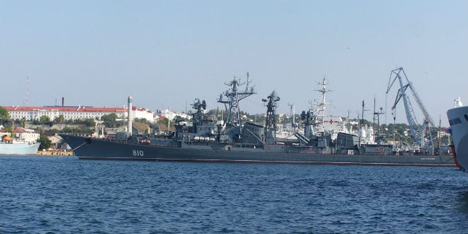 The Russian destroyer class Smetlivy warship on the Black Sea in 2009. (Wikimedia Commons)