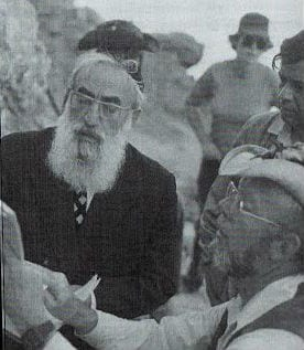 "Rabbi Shalomo Goren at a dig with Vendyl Jones. (Photo: ""A Door of Hope"" by Vendyl Jones/ Courtesy Jones Family)"