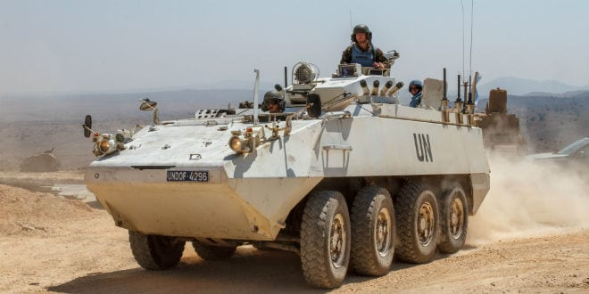 Members of the United Nations Disengagement Observer Force (UNDOF) enter Syria from the Quneitra crossing between Israel and Syria, in the Golan Heights, on August 30, 2014. (Photo: Flash90)