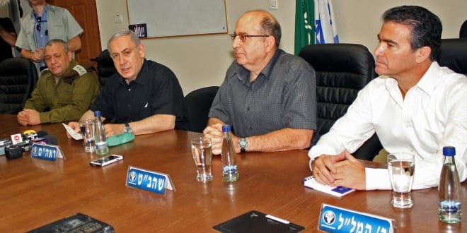 Yossi Cohen (right) with Defense Minister Moshe Yaalon and Prime Minister Benjamin Netanyahu. (Photo: Shay Vaknin / TPS)