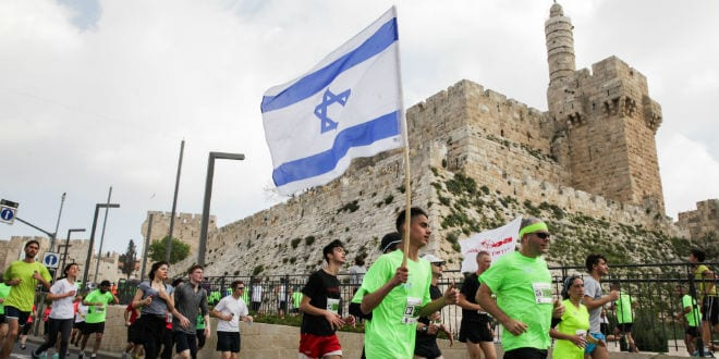 Runners take part in the fifth international Jerusalem Marathon, March 13, 2015. (Photo: Uri Lenz/ Flash90 )