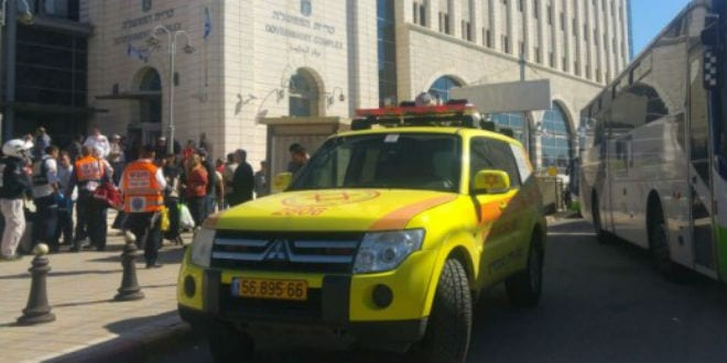 Emergency services at the site of Thursday's stabbing attack in Ramle, February 4, 2016. (Photo: Magen David Adom)