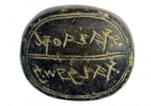 "Seal bearing the inscription ""to Sa'aryahu ben Shabenyahu"" (Photo: Clara Amit, courtesy Israel Antiquities Authority)"