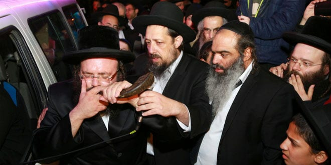The shofar (ram's horn) is blown to consecrate the occasion as a special Torah scroll for the Messiah is completed. (Photo: David's Tomb/Rabbi Yosef Berger)