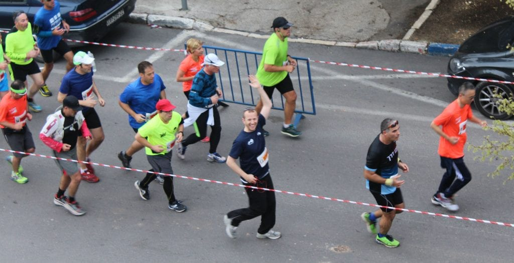 Rabbi Tuly Weisz, Founder and Director, Israel365, runs in the Jerusalem Marathon on March 18, 2016. (Photo: Breaking Israel News)