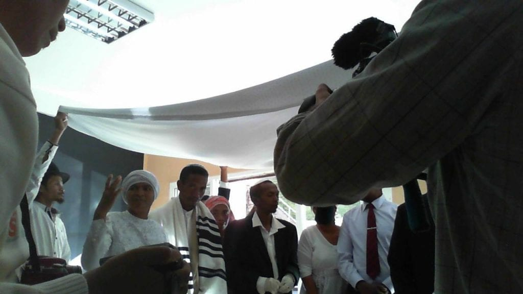 A Jewish Malagasy couple stands under the wedding canopy (Photo: Bonita Nathan Sussman Facebook)