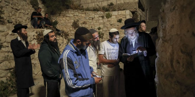 Jews from all walks of life share words of prayer at the grave of Biblical Joshua May 3, 2016. (Photo: Yaakov Naumi/Flash90)