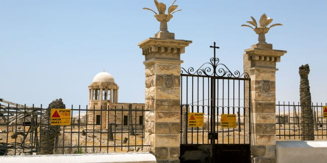 Signs on the fence at Qasr al-Yehud warn visitors of mines in the area. (Photo: Shutterstock.com)