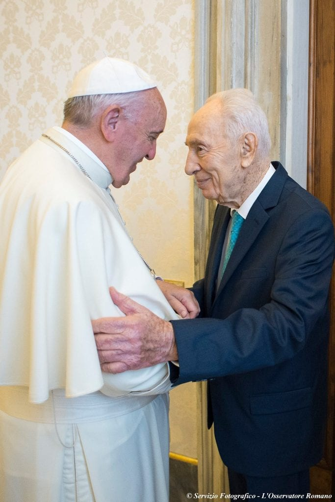 Pope Francis and former president Shimon Peres are all smiles as they met on Monday for the first time in two years at the Vatican in Rome. (Photo: Shimon Peres Facebook)