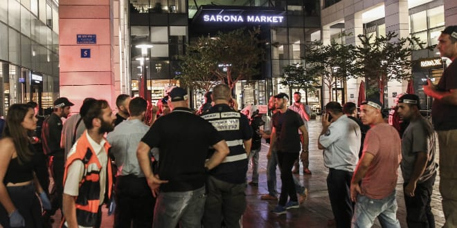 Israeli security forces at the scene where a terrorist opened fire at the Sarona Market Tel Aviv, June 8, 2016. (Photo by Miriam Alster/Flash90)