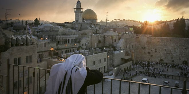 Ultra Orthodox Jews attend a priestly blessing at the Western Wall as the sun rises on on May 25, 2016, in Jerusalem's Old City. (Photo: Yossi Zamir/Flash90)