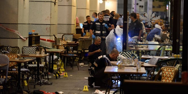 Israeli security forces at the scene where a suspect terrorist opened fire at the Sarona Market shopping center in tel Aviv, on June 8, 2016. The suspect shot and killed four people, in a suspected terror attack in the center of the city. (Photo: Gili Yaari/Flash90)