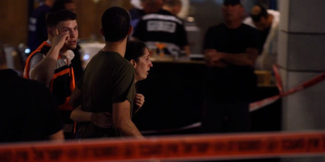 Israeli security forces at the scene where a suspect terrorist opened fire at the Sarona Market shopping center in Tel Aviv, on June 8, 2016. The suspect shot and killed four people, in a suspected terror attack in the center of the city. (Gili Yaari/Flash90)