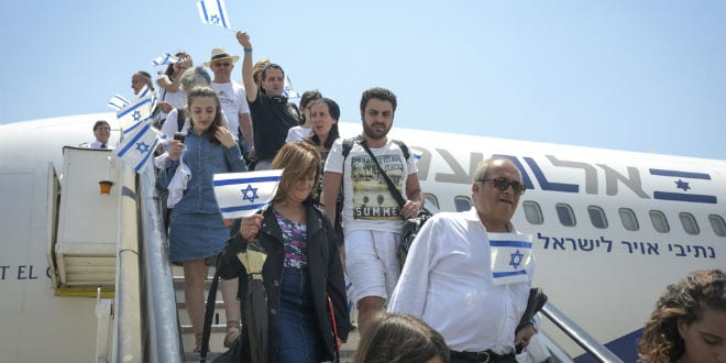 Friends and family celebrate the arrival of more than 200 French Jews who made aliyah, at Ben Gurion International Airport on July 20, 2016. The flight was organized by The Jewish Agency for Israel, in partnership with the Ministry of Aliyah and Immigrant Absorption, and Keren Hayesod-UIA. (Photo: Tomer Neuberg/FLASH90)