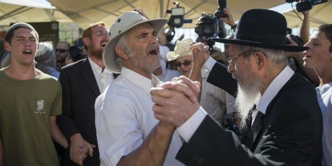 Father of Hallel Yaffa Ariel seen with Hundreds of supporters as they arrive to visit the Al-Aqsa Mosque compound in memory of Hallel Yaffa Ariel in Jerusalem Old City, July 12, 2016. (Photo: Yonatan Sindel/Flash90)
